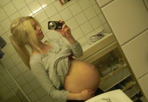 Pose erotique d une femme enceinte 01