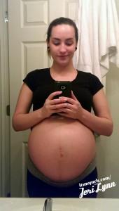 Une exhibitionniste enceinte 27