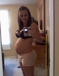 Une femme enceinte joue les cochonnes 67